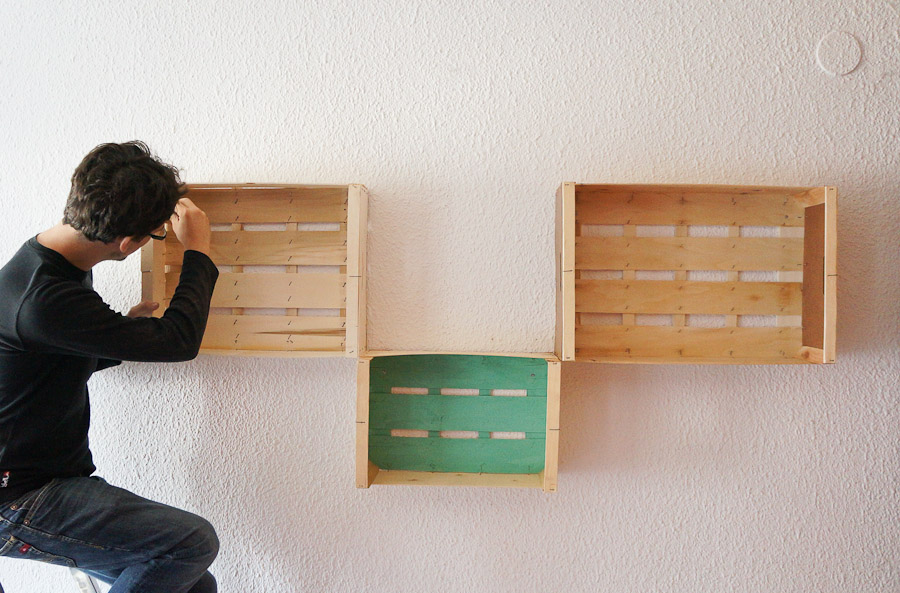 Estanterias diy con cajas de fruta o cajas de madera Mr and Miss Colors