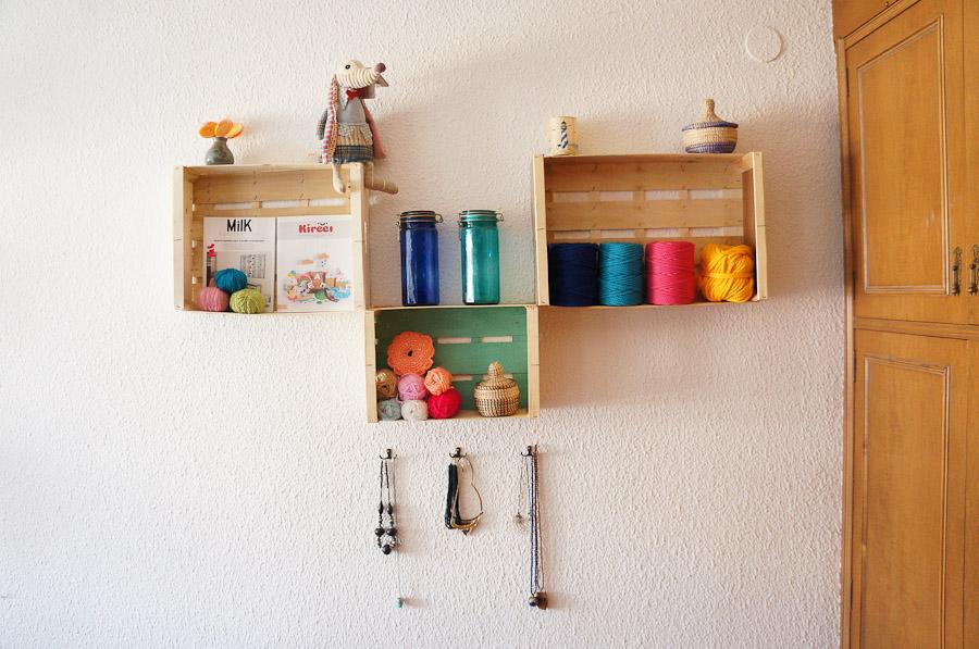 Estanterias diy con cajas de fruta o cajas de madera mr and miss colors - Estanterias con cajas de fruta ...