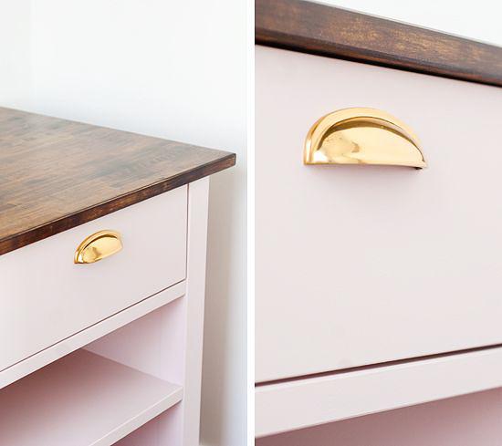 Ikea hacks diy de muebles ikea con tiradores y patas for Como tunear muebles de ikea